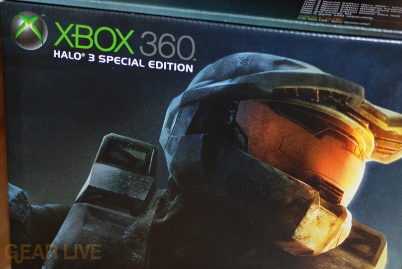 Close-up of Master Chief Xbox 360 Halo 3 Special Edition box