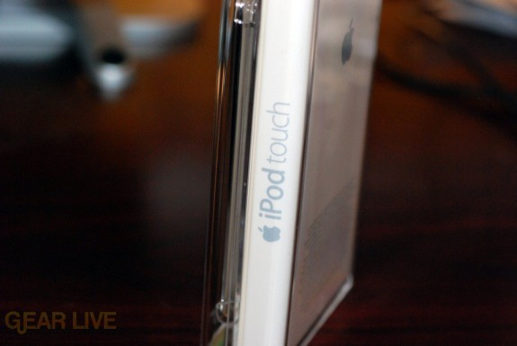 iPod touch 2G: Logo on case