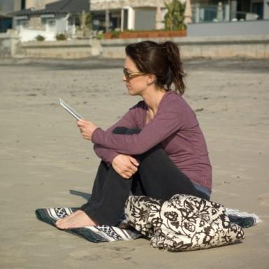 Amazon Kindle 2 at beach