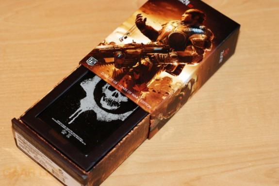 Gears of War 2 Zune box open