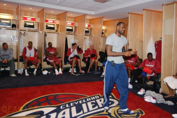 Cleveland Cavs LeBron receives Beats by Dre