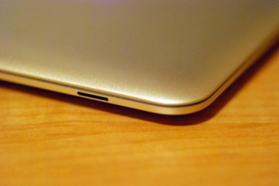 MacBook Air status light