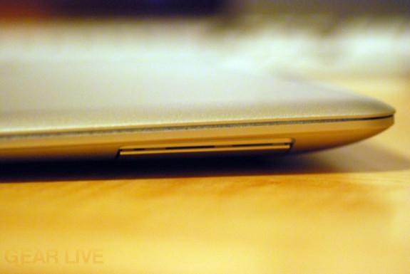 MacBook Air port hinge