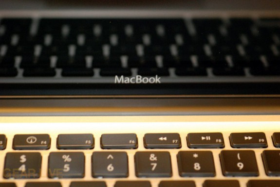 MacBook 2008 logo