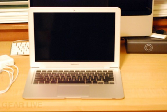 MacBook Air: Open and off