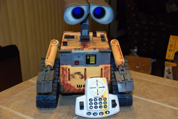 Ultimate Control Wall-E on with remote