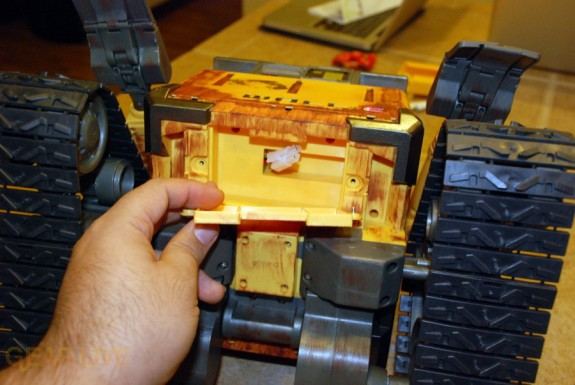 Ultimate Control Wall-E battery compartment