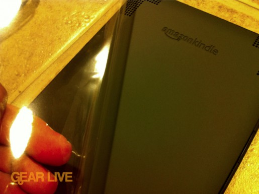 Removing Kindle 3 plastic back
