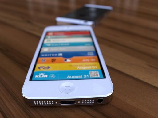 White iPhone 5 display 3D render