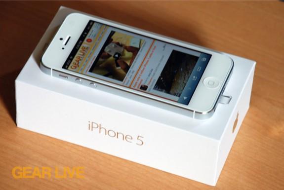 iPhone 5 White & Silver on box (Safari)