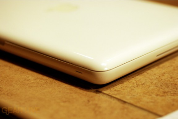 Side of the unibody white MacBook