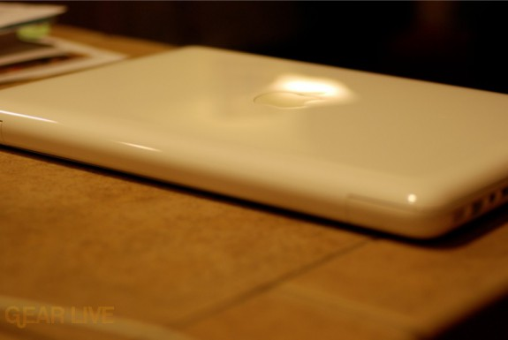 Back of white unibody MacBook