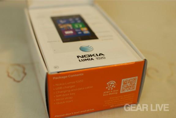 Nokia Lumia 1020 box opened