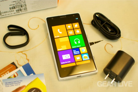 Nokia Lumia 1020 unboxed