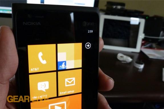 Nokia Lumia 900 top