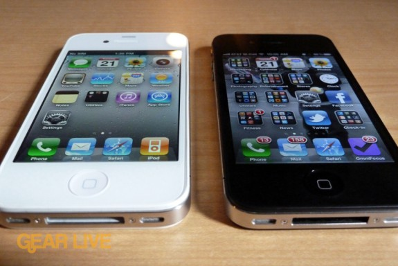 White iPhone 4 vs black iPhone 4 front angled
