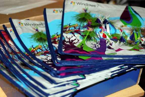 A collection of Windows 7 tote bags