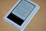 Barnes and Noble nook vs  Amazon Kindle: Size comparison shots