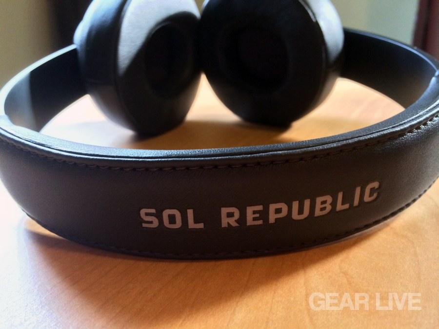 SOL Republic Master Tracks headband logo