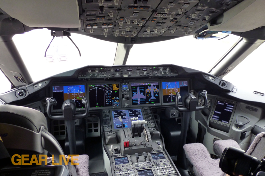 United\'s first Boeing 787 Dreamliner interior in pictures | Gear Live